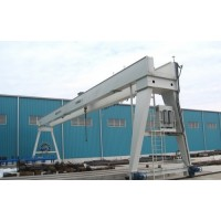 Portal cranes for industrial halls and warehouses